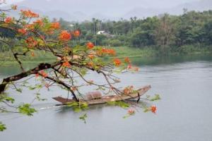 Vietnam-Hue-Perfume_River